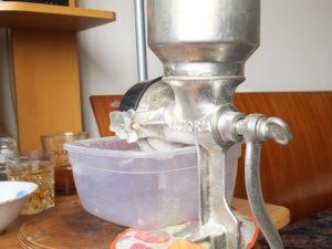 Ручная мельница для солода